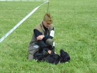 Szczesliwy pies ze swoim panem