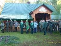 Uroczyste powitanie uczestników przed domkiem myśliwskim w Morgach