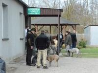 Obejście Domku Myśliwskiego KŁ Pionier - gromadzą się uczestnicy zawodów