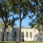 Wracamy do samochodu a po drodze cieszymy się wspaniałymi widokami pięknie wyremontowanego pałacu pszczyńskiego i złotej jesieni