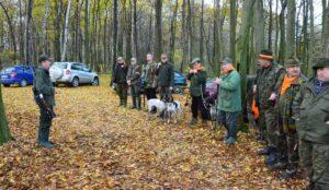 Odprawa przed polowaniem na dziki
