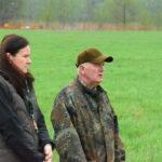 Dorota i Konrad przed frontem kompanii